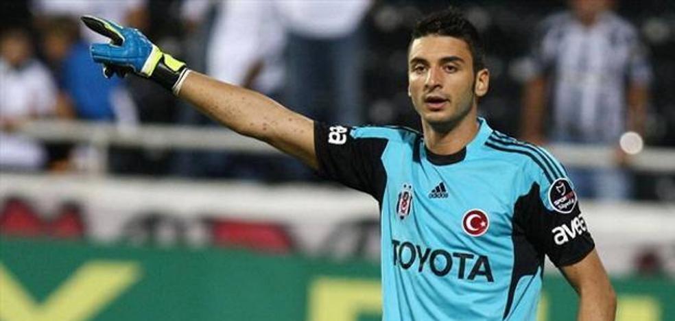 El portero turco Cenk Gonen retrasa su llegada al menos hasta mañana