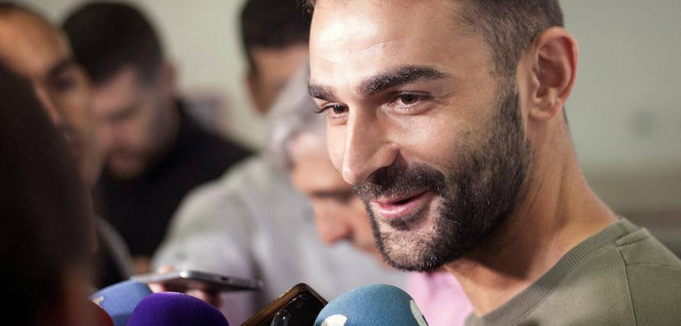 La propiedad frustra el regreso de Adrián López, contratado por el Deportivo