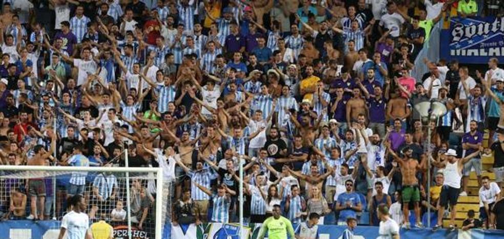 La grada de animación del Málaga, contra los partidos entre semana