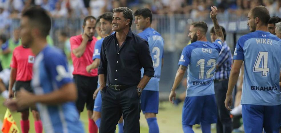 Míchel, a vueltas con el once y con el sistema del Málaga