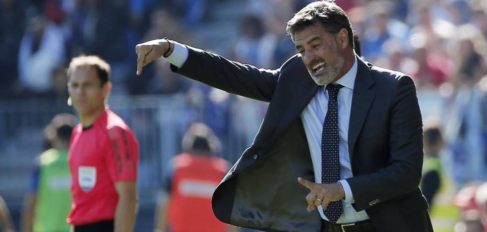 Míchel, tras la victoria frente al Deportivo: «Aunque cuesten, las victorias están más cerca»