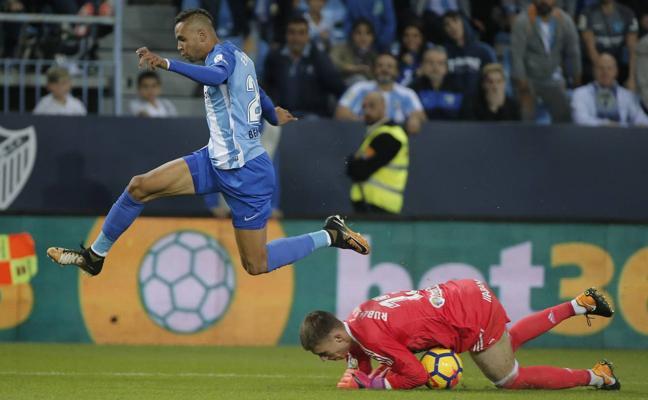 El Málaga frenará la cesión de En-Nesyri hasta tener clara la situación física de Rolan
