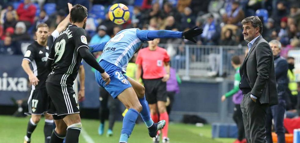 El Málaga se mantiene a cuatro puntos de la zona de permanencia