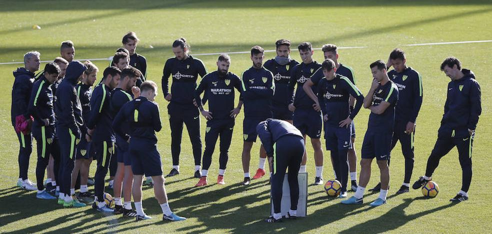 El debut de Bueno y la vuelta de Adrián, principales novedades en la lista del Málaga