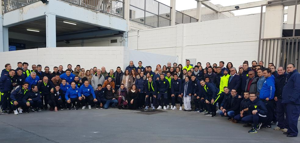 Los empleados del Málaga, volcados con el equipo en su salida