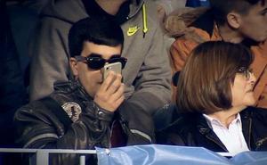 La emotiva historia de Juan Antonio, el seguidor ciego del Málaga que retransmite los partidos a sus amigos por Whatsapp