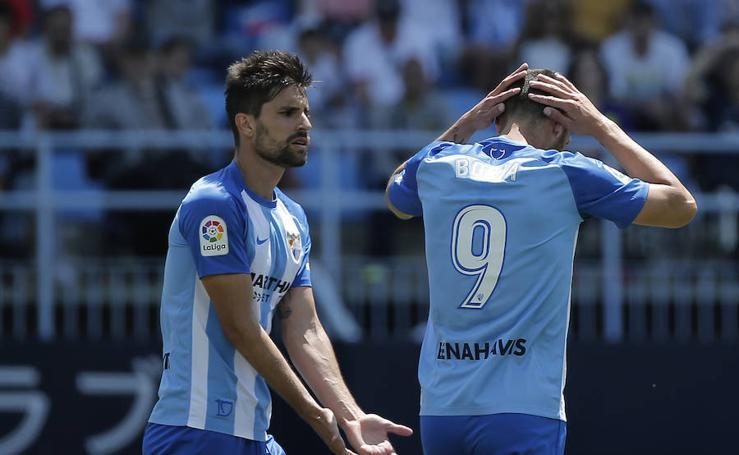 El Málaga cae 0-3 ante el Alavés: el partido en imágenes