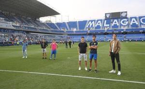 Los jugadores del Málaga vuelven a salir al campo tras el choque ante el Getafe