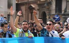 Protestas de la afición del Málaga contra el jeque Al-Thani tras el fiasco del equipo y el club