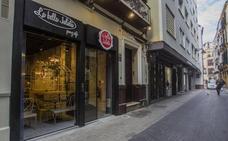 La cafetería La Bella Julieta ocupa el antiguo local de Discos Candilejas en el Centro de Málaga