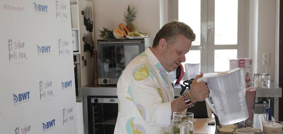 Chicote presenta en Málaga su ajoblanco más rico