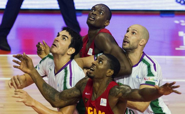El Unicaja suma en Murcia su primera victoria