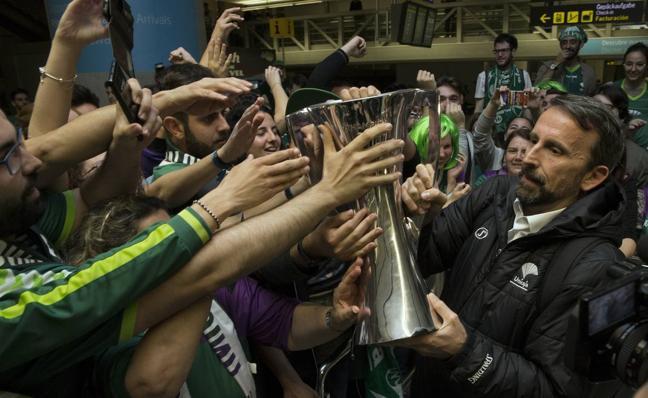 Joan Plaza elogia a la afición del Unicaja y al patrocinador en su repaso de 2017
