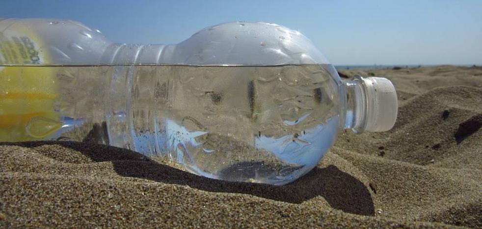 Regresa un bulo clásico: la botella de agua que explota al cogerla