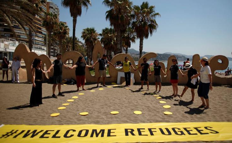 'Performance' en La Malagueta para denunciar la situación de los refugiados