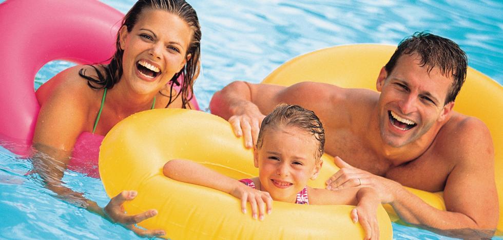 Consejos para comprar y utilizar flotadores y juguetes acuáticos este verano