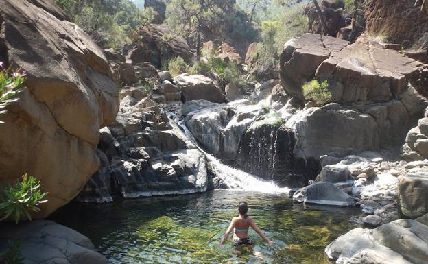 11 pozas refrescantes en el interior de m laga diario sur - Piscinas naturales la rioja ...