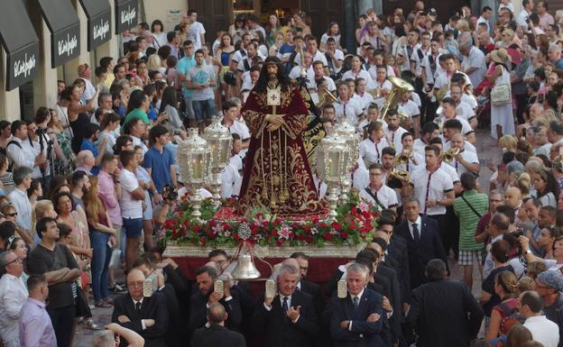 El Cristo de Medinaceli, en su regreso a la parroquia de Santiago.