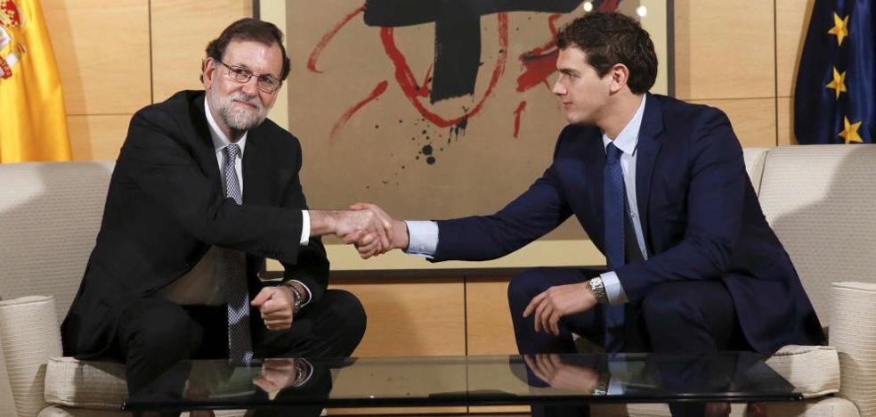 Rivera almuerza con Rajoy en la víspera de su reunión con Pedro Sánchez