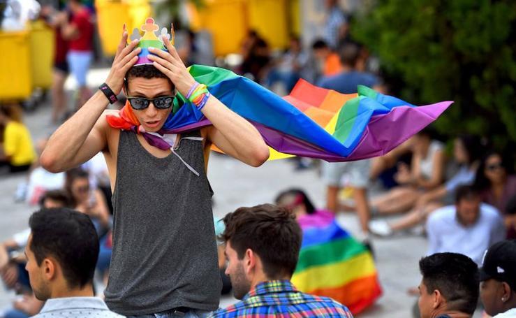 Chueca luce el arco iris con el World Pride 2017