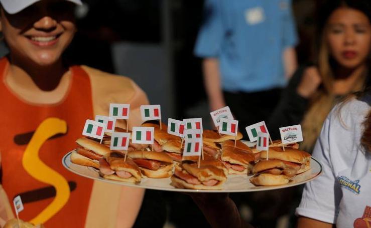 La historia de los inmigrantes detrás de los famosos 'Hot Dog'