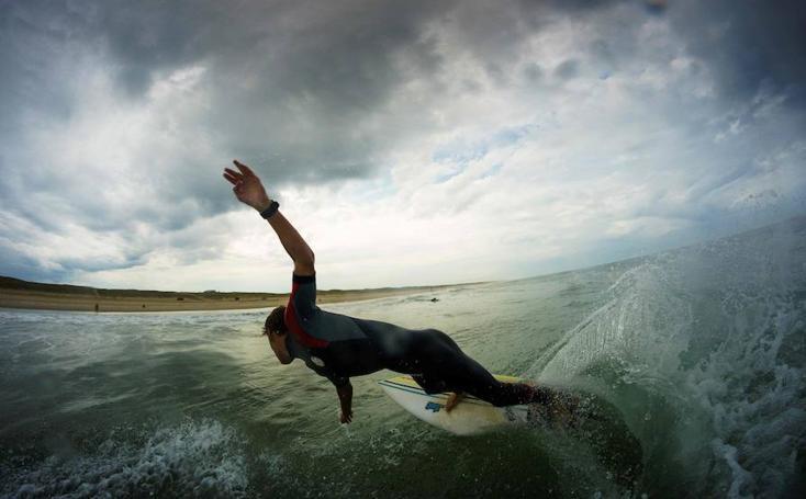 Impresionantes imágenes de Valentín Verpoote montando olas
