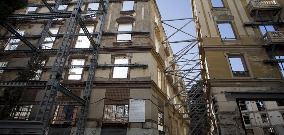 Retoman la obra de los pisos en la plaza del Teatro seis años después
