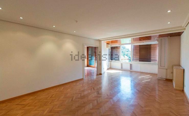Así es el piso en venta en el que vivía Rita Barberá