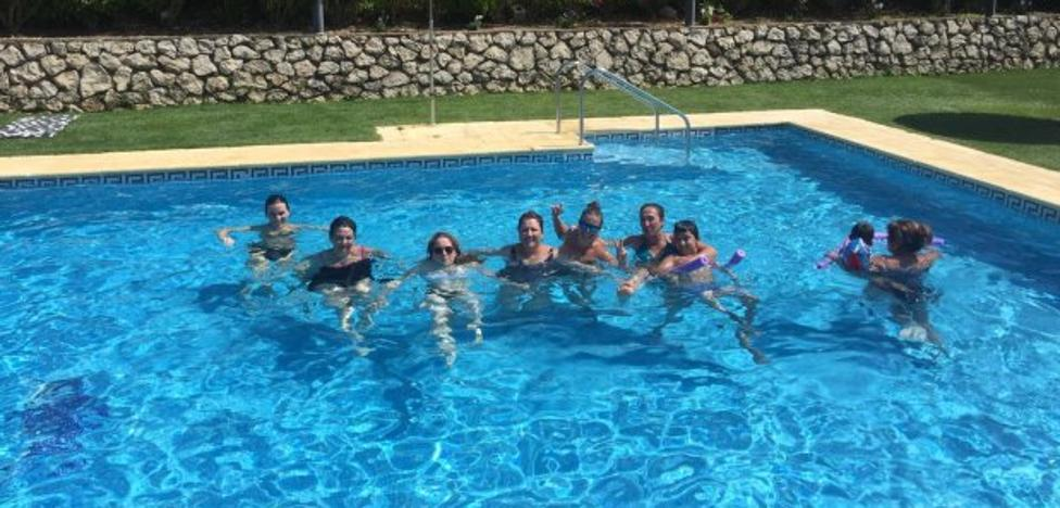Parauta y Pujerra ofrecen gratis cursos de natación a sus vecinos