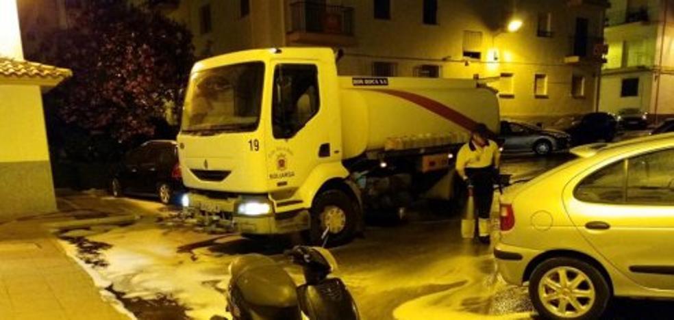Una cuadrilla limpiará las calles de Ronda por las tardes tras las quejas vecinales