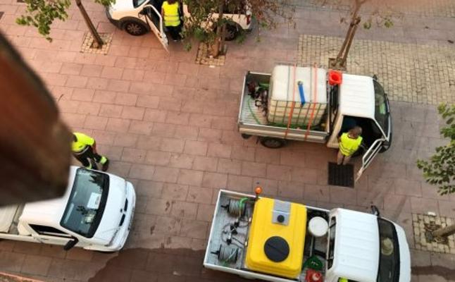 Denuncian que el ruido de servicios municipales de Estepona no les dejan dormir