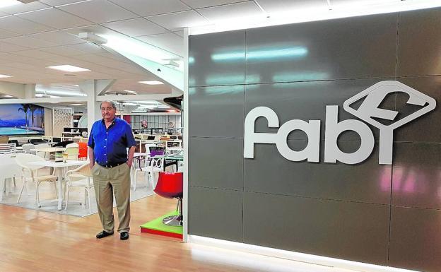 Diariosur foto de Fabián dorado en nuestra showroom