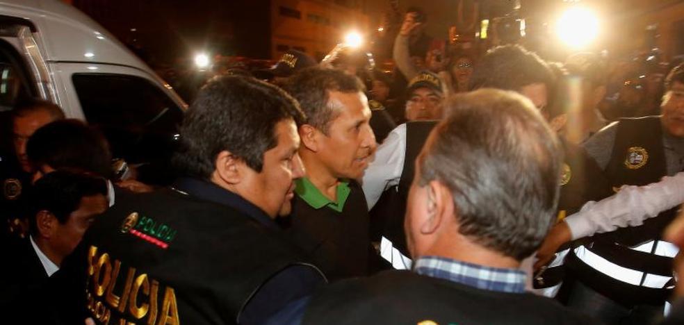 El expresidente de Perú Humala y su esposa ingresan en el calabozo del Poder Judicial