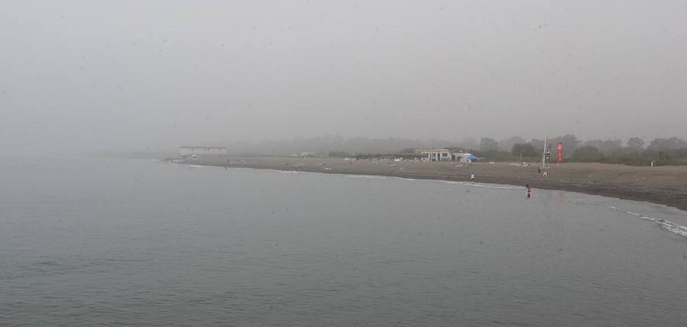 La niebla obliga a izar la bandera amarilla en numerosas playas por la falta de visibilidad