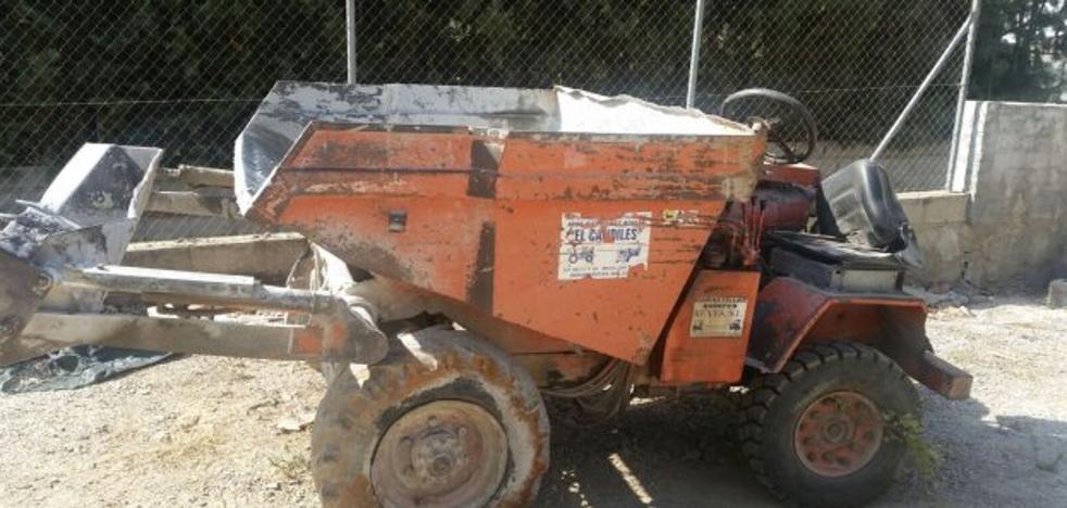 Muere un trabajador tras volcar un dumper en las obras de una piscina ilegal en Cútar