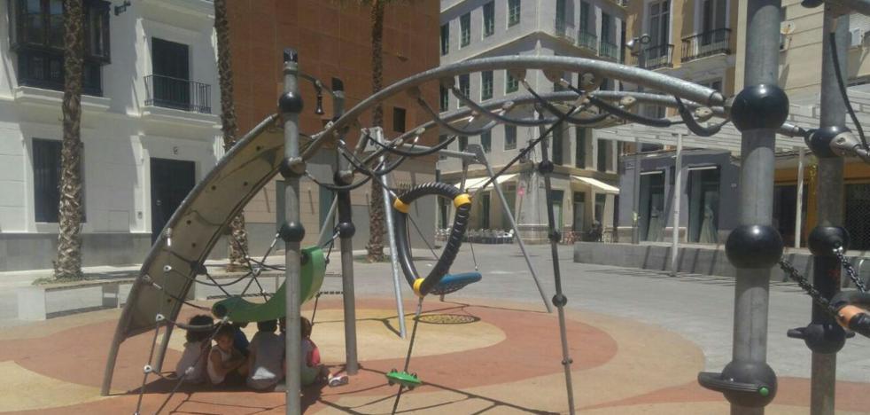 Faltan zonas de sombra en plaza de Camas