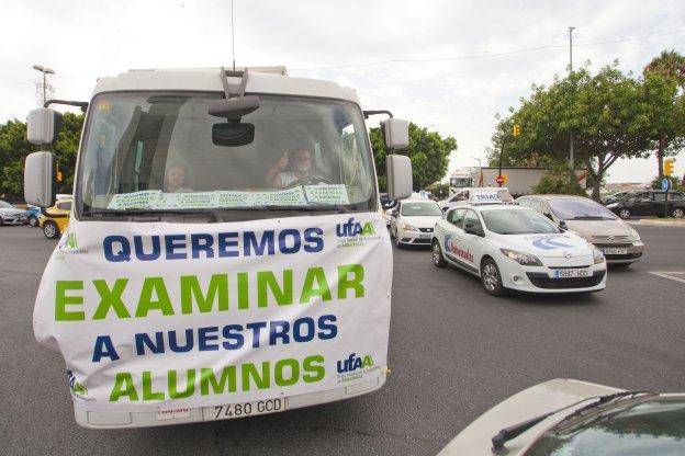 Las autoescuelas se manifiestan en m laga para poder - Jefatura provincial trafico malaga ...