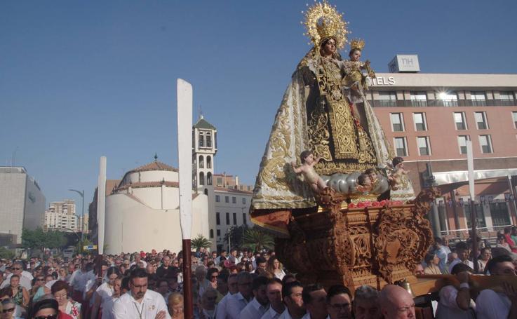 Cientos de fieles arropan a las Vírgenes del Carmen