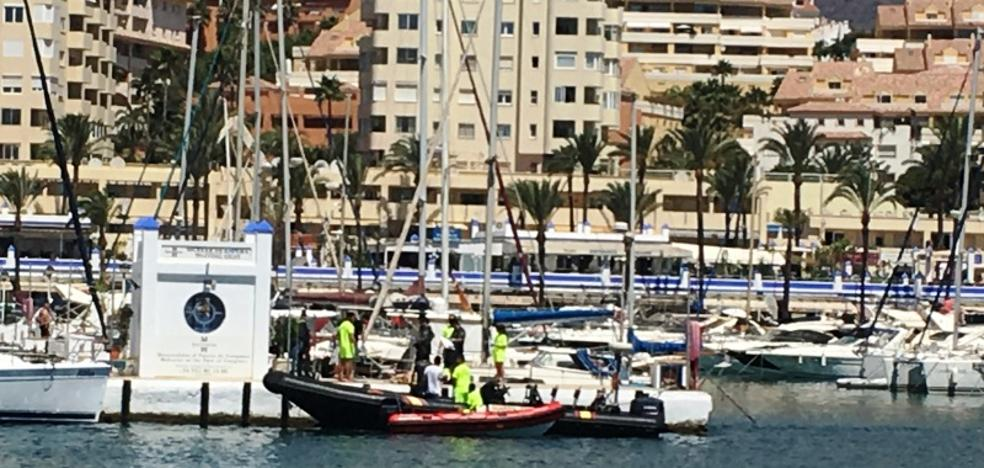 Hallan el cuerpo sin vida de un hombre en las inmediaciones del puerto de Estepona