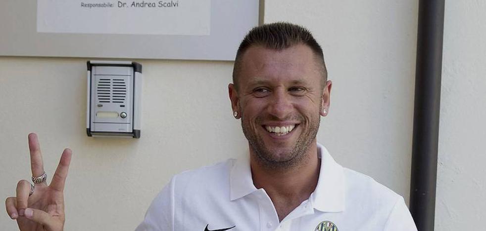 Cassano deja el Hellas Verona por segunda vez en seis días