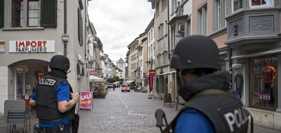 Un hombre armado con una motosierra hiere a cinco personas en Suiza