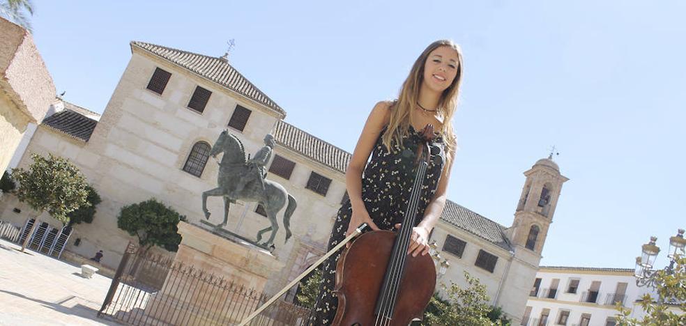 La chelista antequerana María Martínez, medalla de oro con su Orquesta de Cámara en Bratislava
