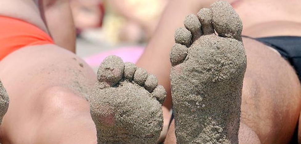 El truco infalible para quitarte la arena de la playa