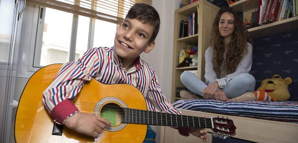Adrián Martín cantará mañana en Madrid junto a Rosario y prepara su segundo disco