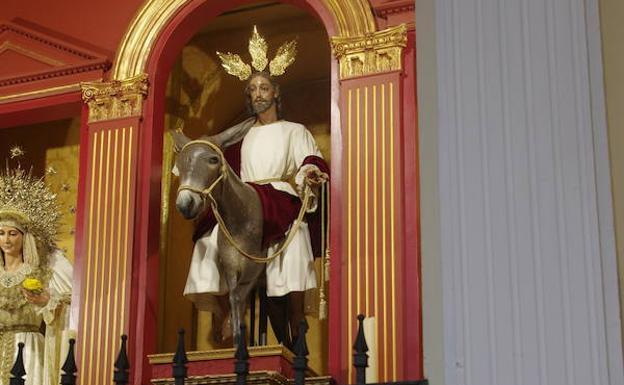 El Cristo de la Pollinica de Málaga vuelve al culto tras su restauración