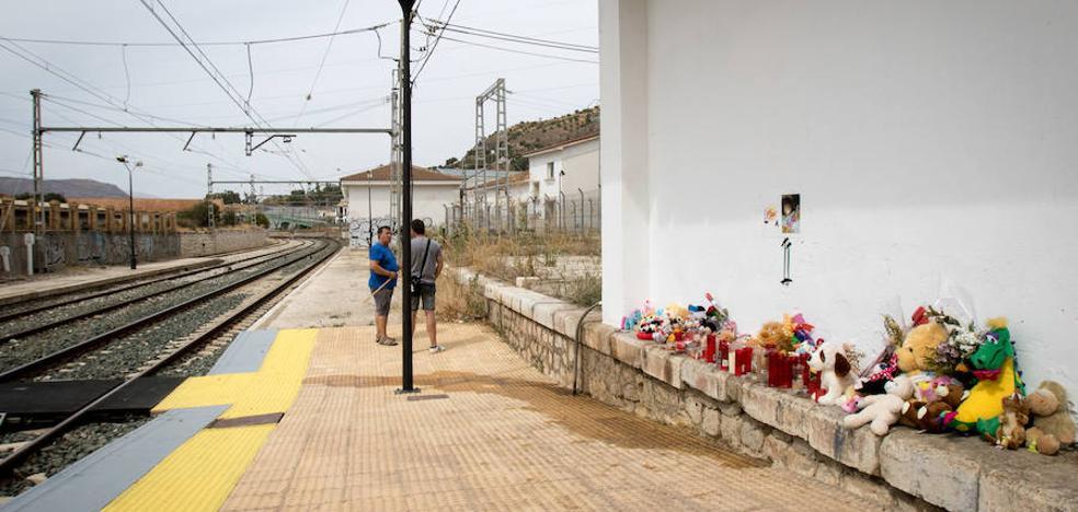 Los vecinos de Pizarra siguen sin creer en la muerte accidental de Lucía Vivar