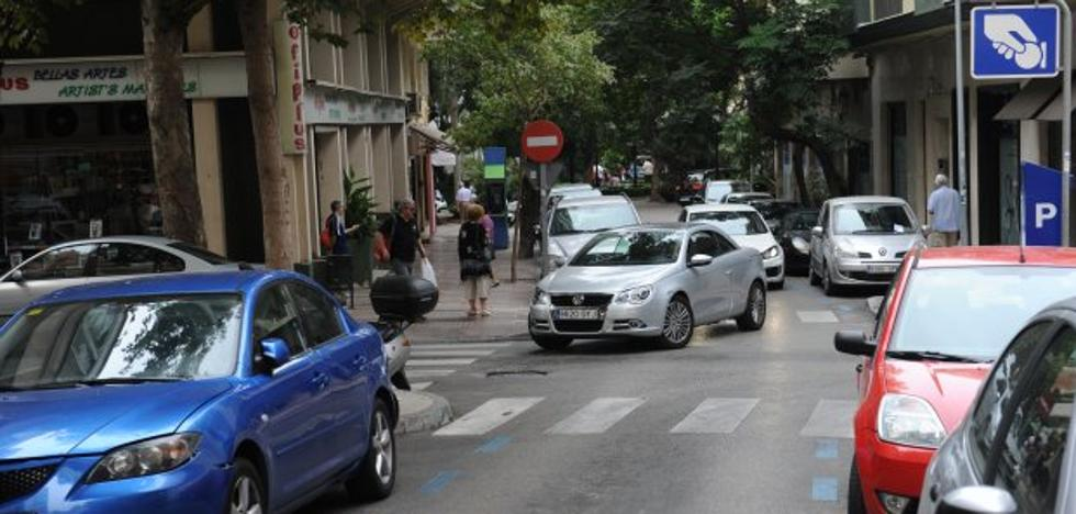 La posible renovación de la zona azul en Marbella abre un nuevo frente entre el tripartito y Podemos