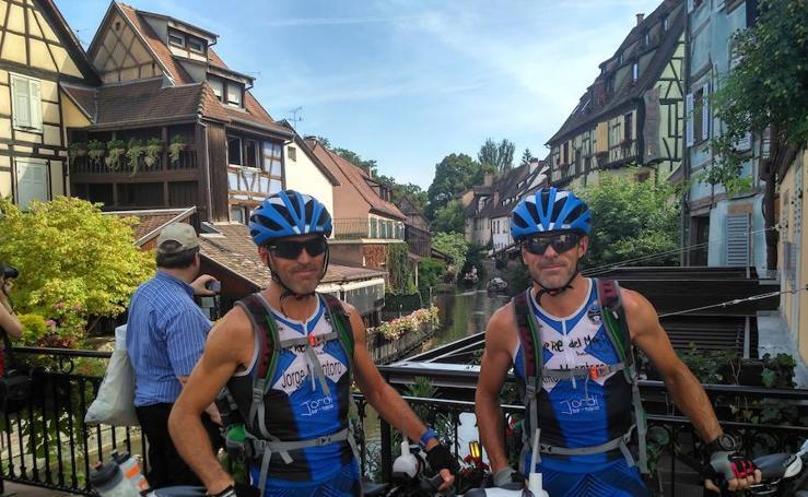Los mellizos Jorge y Kiko Montoro hacen el bici el trayecto entre Torre del Mar y Copenhague