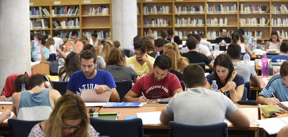 La Universidad de Málaga supera por vez primera los 13.000 estudiantes con beca