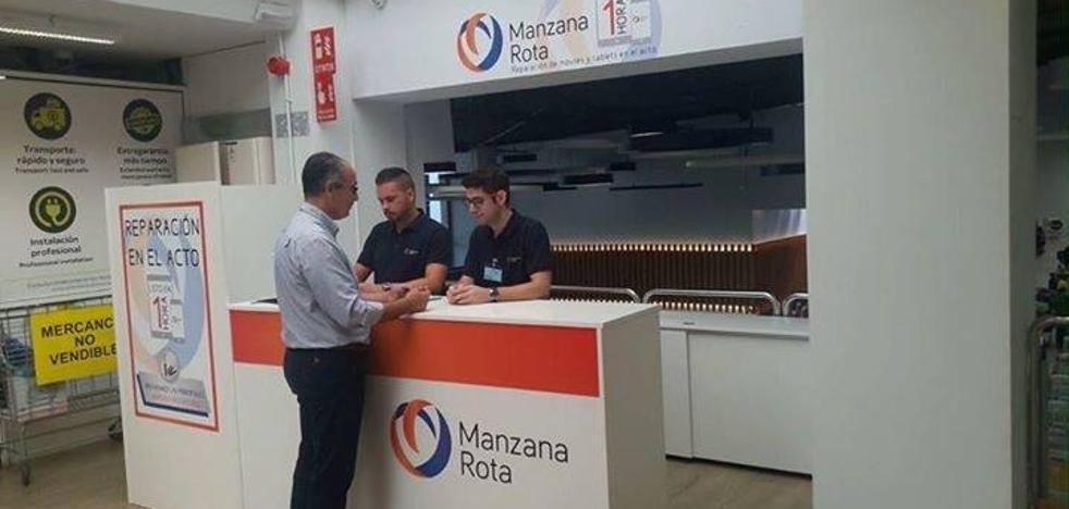 Manzana Rota realizará reparaciones de móviles en el acto en hipermercados Carrefour de Málaga